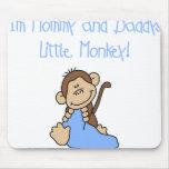 Mono azul de la mamá y del papá alfombrillas de ratones