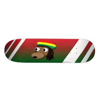 Mono con el gorra de Jamacan Skate Board