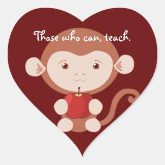 Mono con los pegatinas del corazón de Apple Pegatina En Forma De Corazón