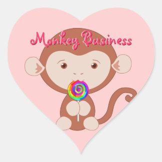 Mono con los pegatinas del corazón del Lollipop Pegatina En Forma De Corazón