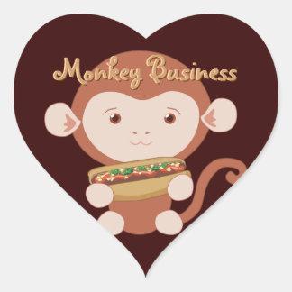 Mono con los pegatinas del corazón del perrito pegatina en forma de corazón
