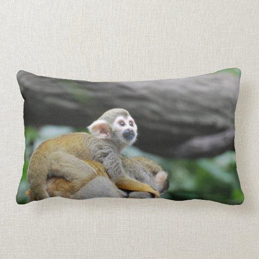 Mono de ardilla adorable del bebé cojin