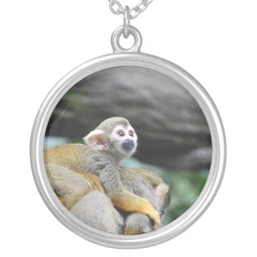 Mono de ardilla adorable del bebé pendiente personalizado