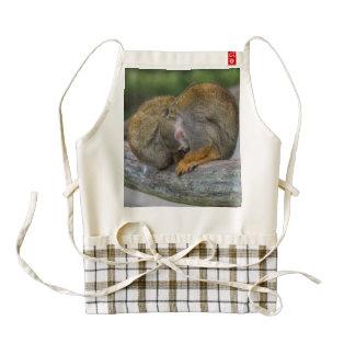 Mono de ardilla del bebé delantal zazzle HEART