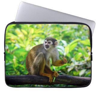 Mono de ardilla lindo fundas computadoras