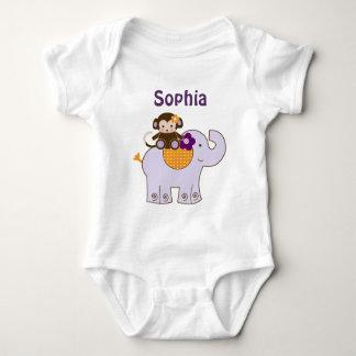 Mono de Jacana en la camisa del bebé del elefante