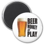 Mono de la cerveza iman de frigorífico