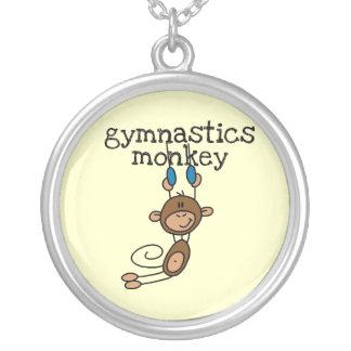 Mono de la gimnasia colgante redondo