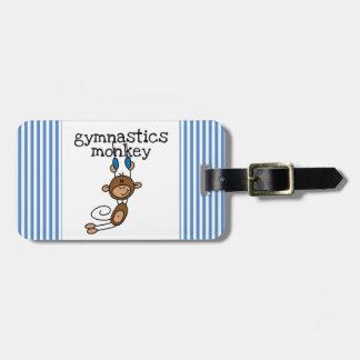 Mono de la gimnasia etiquetas maleta