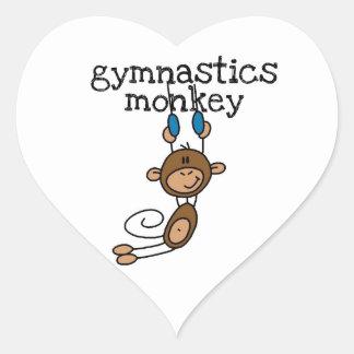 Mono de la gimnasia pegatina en forma de corazón