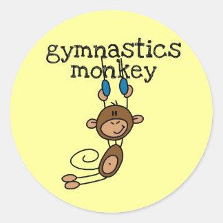 Mono de la gimnasia pegatina redonda