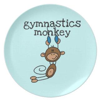 Mono de la gimnasia platos de comidas