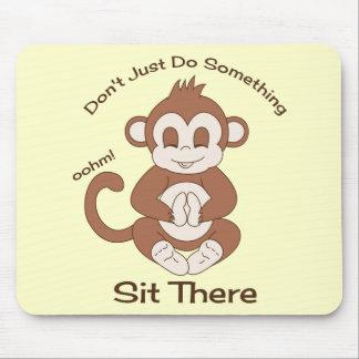 Mono de la yoga de la meditación alfombrilla de ratón