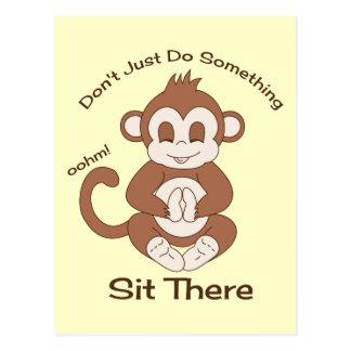 Mono de la yoga de la meditación tarjeta postal