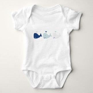 Mono del bebé de la ballena playeras