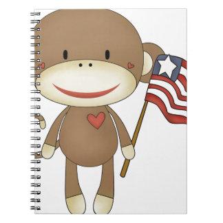 Mono del calcetín con la bandera cuaderno