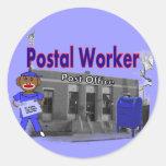 Mono del calcetín del empleado de correos pegatinas redondas