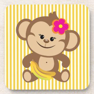 Mono del chica con el plátano posavasos