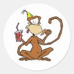 Mono divertido de la pizza del dibujo animado etiquetas redondas