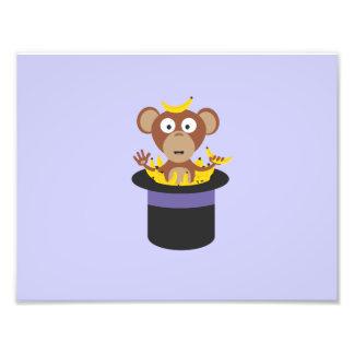 mono dulce con los plátanos en gorra cojinete