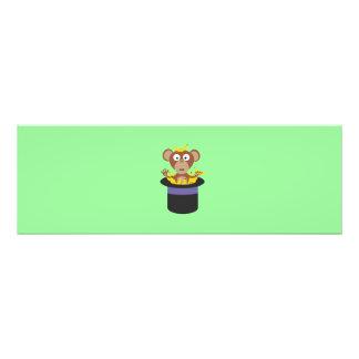 mono dulce con los plátanos en gorra fotografías