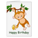 Mono en árbol con cumpleaños del plátano tarjetas