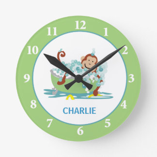 Mono en el reloj de pared de la tina - reloj del c