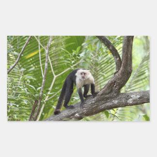 Mono en la selva pegatina rectangular
