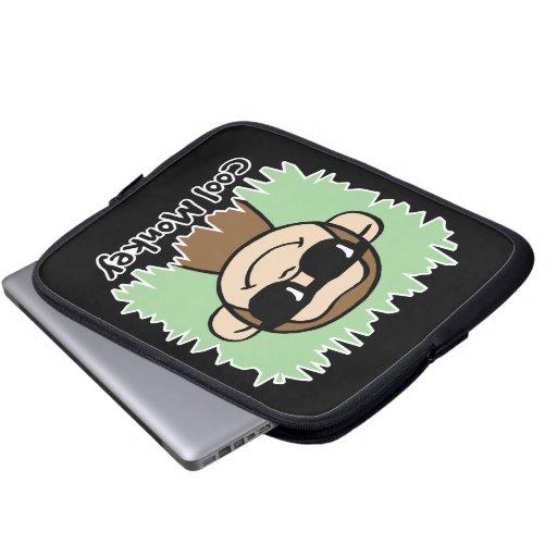 Mono fresco del clip art del dibujo animado con fundas ordendadores