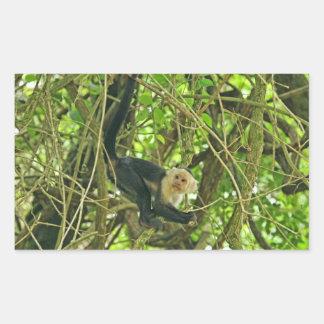 Mono hecho frente blanco en selva pegatina rectangular