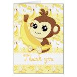 Mono lindo de Kawaii que lleva a cabo cumpleaños Felicitación