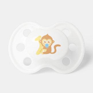 Mono lindo del bebé con el plátano chupetes de bebé