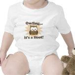 Mono lindo del bebé del búho de Brown, Owling. Es  Camisetas