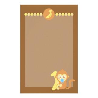 Mono lindo del bebé del dibujo animado con el plát papeleria personalizada