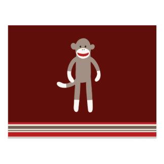 Mono lindo del calcetín en rojo con las rayas postal