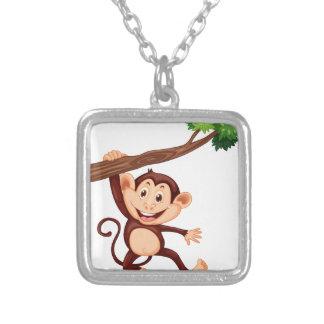 Mono lindo que cuelga en la rama colgante cuadrado
