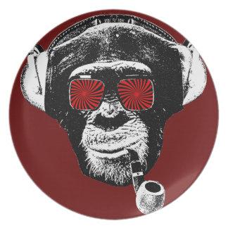 Mono loco plato de cena