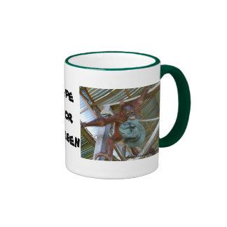 Mono para el verde taza de café