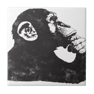 Mono pensativo azulejo cuadrado pequeño