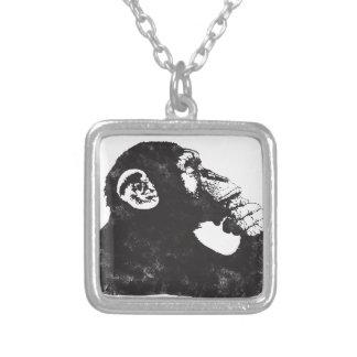 Mono pensativo colgante cuadrado