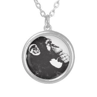 Mono pensativo colgante redondo