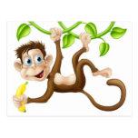 Mono que balancea con el plátano postal