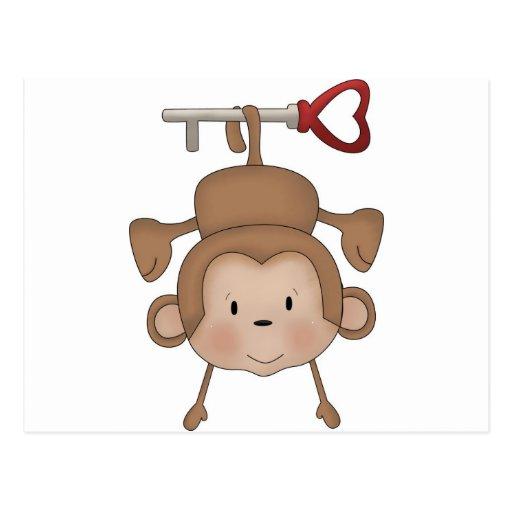 Mono que cuelga en llave del corazón tarjeta postal