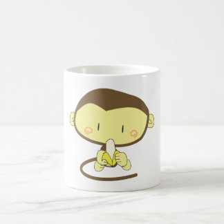 Mono que pela un plátano taza