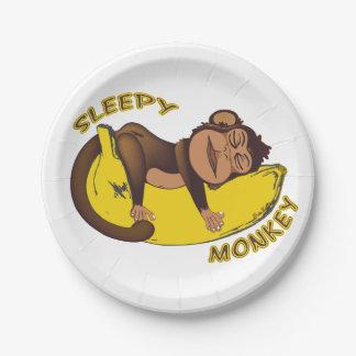 Mono soñoliento platos de papel