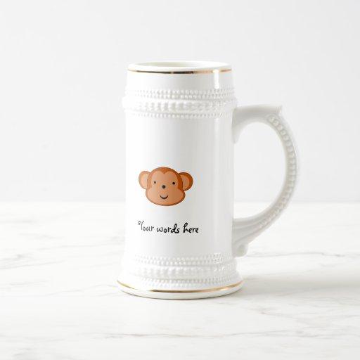 Mono sonriente jarra de cerveza