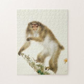 Mono viejo con la cereza en otoño rompecabezas con fotos