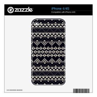 Monochromatic Tribal zigzag triangular pattern iPhone 4S Decals