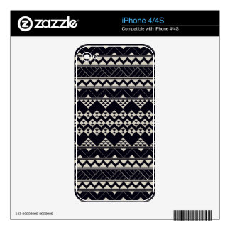 Monocromatic Tribal zigzag triangular pattern Skin For The iPhone 4