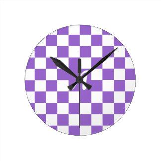 Monograma a cuadros Amethyst y blanco Reloj Redondo Mediano